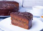Merj belevágni: Ennyire egyszerű Sacher-tortát sütni!