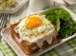 Nincs ötleted, mi legyen a reggeli? Dobd össze ezt a spenótos, sajtban sült tojást