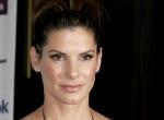 Sandra Bullock dekoltált, vörös ruhában mutatta meg, mennyire dögös