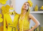 Sárga ruhák és berendezés - A nőnek ezért ilyen színű minden holmija
