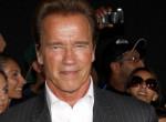 Irigykedünk! Arnold Schwarzeneggerrel pózolt a magyar énekesnő - Fotó