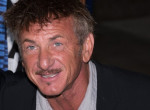Sean Penn teljes titokban vette feleségül 31 évvel fiatalabb barátnőjét