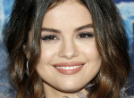 Selena Gomez frufrut vágatott, brutáldögös nőt csinált magából - Fotók