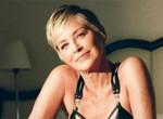 60 éves lett Sharon Stone: Friss fehérneműs fotókkal ünnepel