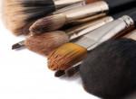 Olcsó és praktikus trükk, amivel kimoshatod a sminkecseteidet