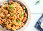 Egy étel a tészta szerelmeseinek: Parmezános bundában sült csirke spagettivel