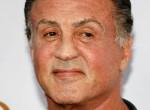 Sylvester Stallone elnyűtt pólóban, pocakos nagypapaként mutatkozott - Fotó