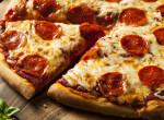 Sonkás-szalámis pizza: Egy szombat esti traccsparti mit sem ér nélküle!