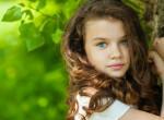 Még csak 6 éves a kislány, de ő tartja el az egész családot - kitalálod, miből?