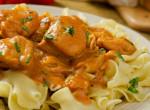 Tejfölös csirkepaprikás – megunhatatlan magyaros, amit mindenki szeret