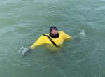 Azt mondták, nem meri: a jéghideg Balatonban úszott a hétvégén egy helyi borász
