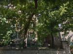 Ez Budapest legtitokzatosabb erkélye: Mintha a fák is szándékosan takarnák!