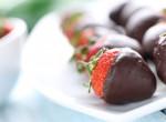 A párod imádni fogja: Készíts csokiba mártott epret