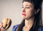 Véletlenül húst evett a vegán csaj, undorító, amit ezután tett