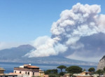Rémisztő fotók: lángokban áll a Vezúv, rettegnek a nápolyiak
