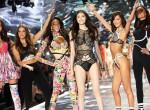 Fotókon a világ legdögösebb női: Ilyen volt a Victoria's Secret Show idén