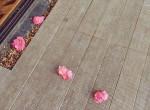 Naponta várta virág a nőt a teraszán, elájult, hogy ki tette őket oda