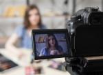 Gyönyörű sminkeket készít a végtagok nélküli vlogger - szenzációs, amit művel