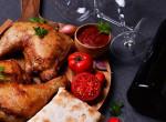 Egy igazi hétvégi lakoma: Csirkecombok illatos vörösborban – Recept