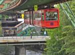 Levegőben suhannak az utasok a wuppertali függővasúton – videó