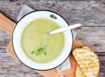 Vitaminokban gazdag zöldfűszeres tavaszi leves