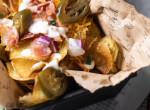 Baconos-sajtos házi chips box: a hétvége elengedhetetlen nassolnivalója, ami finomabb, mint a bolti verzió!