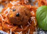 Zöldfűszeres bolognai spagetti fészek