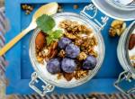Áfonyás joghurt házi granolával