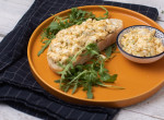 Szupergyors és könnyű reggeli a hétvégére: tojáskrémes kétszersült rukkolával