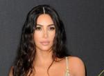 Ilyen kabátot még biztosan nem láttál: Kim Kardashian diszkógömbnek öltözött