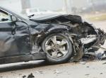 Átment a piros lámpánál a kereszteződésben, három autót tört össze - videó