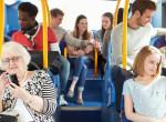 Tinik élesztettek újra egy idős nőt egy budapesti buszon, s ezáltal megmentették az életét
