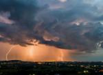 Brutális vihar közelít: Több megyére is kiadták a legmagasabb riasztást
