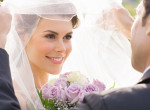 A vőlegény arcára fagyott a mosoly, menyasszonya gonosz tréfát űzött vele az oltár előtt
