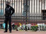 Fülöp hercegre emlékeznek: tömegek érkeznek a Buckingham-palotához - fotók