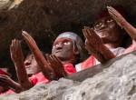 E távoli törzs tagjai évekig egy fedél alatt élnek szeretteik holttestével, de vajon miért?