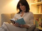 Juhász Anna megmutatta nekünk kincseket rejtő könyvespolcát
