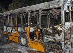 Rémülten ugráltak le az égő buszról az utasok az M7-es autópályán