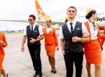 Ez menő: tornacipőre és nadrágra cserélte le a stewardessek szettjét ez a légitársaság