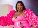 Bevállalta a plus size énekesnő: Lizzo szinte meztelen volt, a ruhája alig takart valamit