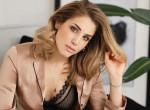 Fehérneműre vetkőzött a népszerű magyar színésznő, tetoválását is megvillantotta – Fotó