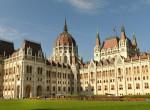 Újabb világsztárt kaptak lencsevégre Budapesten, a Parlament előtt kocogott