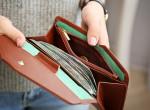 Ötven év után kapta vissza a pénztárcáját, hihetetlen, mit talált benne