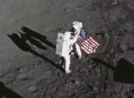Ezért hullámzott a zászló a Holdon - válasz az Apollo 11 rejtélyére