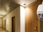 Nem paranoia, tényleg megfigyelnek – Szakértő rántja le a leplet a szállodai szobák rejtett kameráiról
