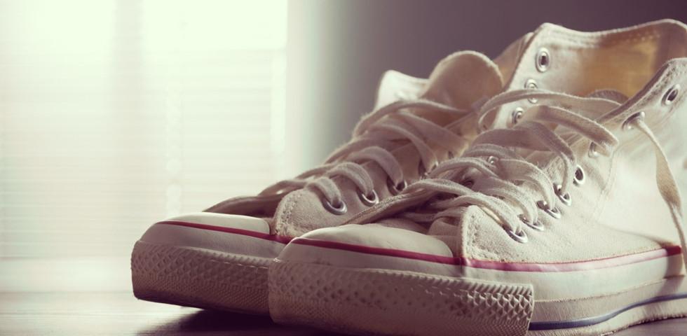 Így tisztítsd ki a fehér tornacipőd: szebb lesz, mint újkorában