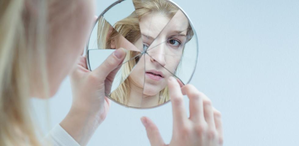 Ezért 7 év szerencsétlenség vár rád, ha összetörik a tükör