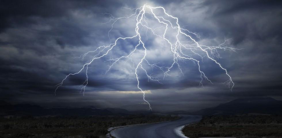 Újabb riasztást adtak ki: Órákon belül itt a vihar!
