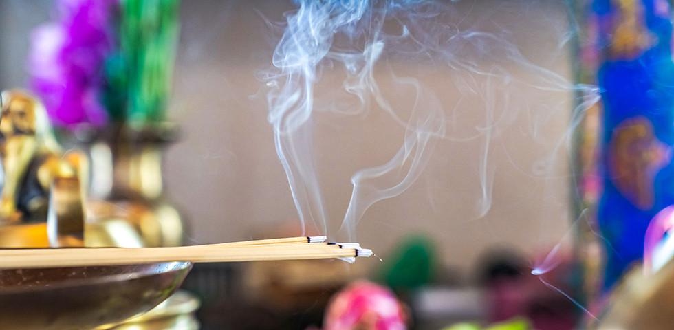 Jókedvre hangolás természetes füstöléssel - Így tisztíthatunk és fertőtleníthetünk füstölőkkel
